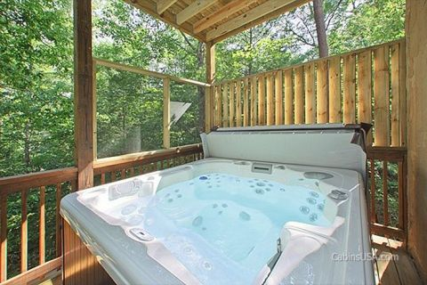 Luxurious 5 Bedroom cabin with Private Hot Tub - A Perfect Stay