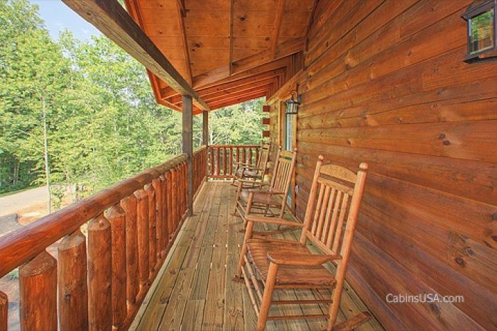 Spacious cabin with Rocking chairs and Deck - A Perfect Stay
