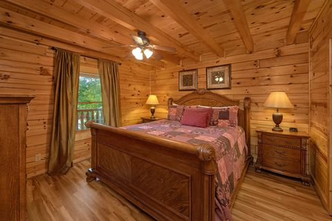 5 bedroom Cabin with King bed on main level - A Perfect Stay