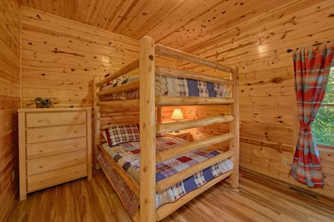 5 bedroom cabin with queen bunk beds - A Perfect Stay