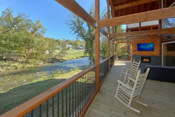 Premium cabin on the river with private pool - A River Retreat