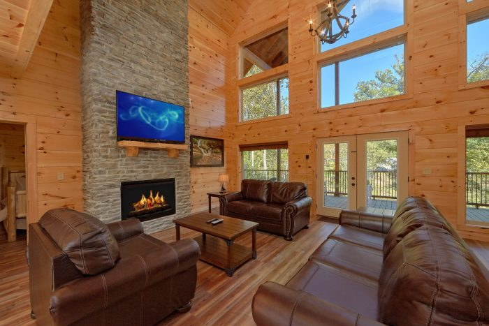 3 Bedroom Cabin with floor to ceiling fireplace - A River Retreat