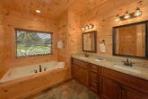 Luxurious 3 bedroom cabin with 3 Jacuzzi Tubs