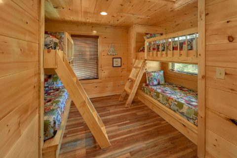 3 Bedroom cabin with bunk beds in the loft - A River Retreat