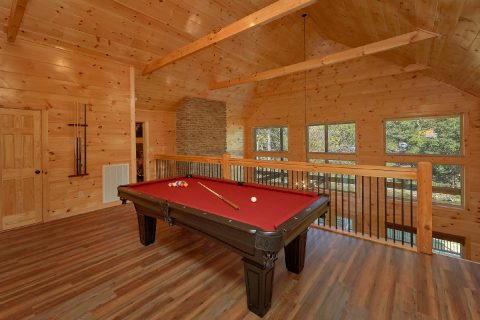 Cabin on the river with a pool table and theater - A River Retreat