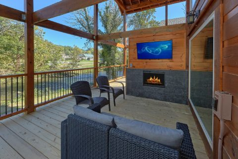 Cabin on the River with Outdoor Fireplace and TV - A River Retreat