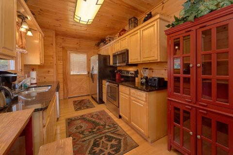 Spacious 4 Bedroom Cabin Sleeps 14 - A Rocky Top Ridge