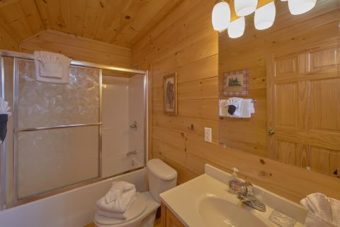 4 Bedroom Cabin Sleeps 14 3 Bath Rooms - A Rocky Top Ridge