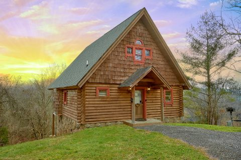 1 Bedroom Cabin near Pigeon Forge Sleeps 4 - A Romantic Hilltop