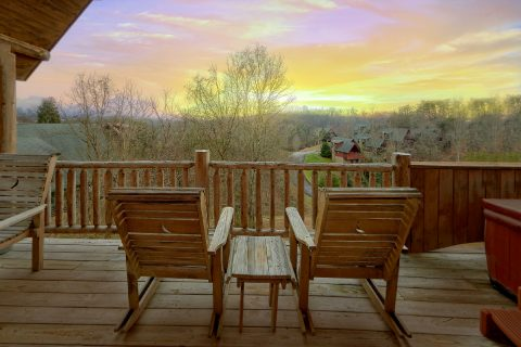 1 Bedroom Cabin with a View near Pigeon Forge - A Romantic Hilltop
