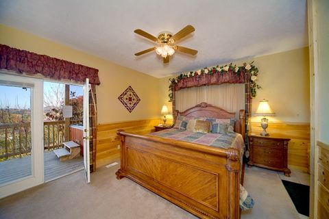 Luxurious 1 Bedroom Cabin with Canopy Bed - A Romantic Journey