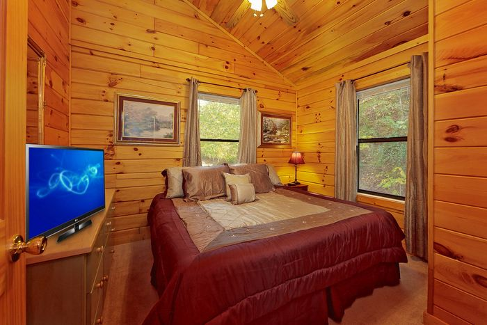 Rustic 1 Bedroom Cabin with a King Bed - A Romantic Retreat