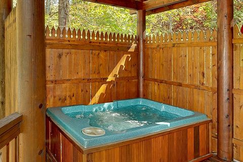 Smoky Mountain Pigeon Forge Rustic Cabin - A Romantic Retreat