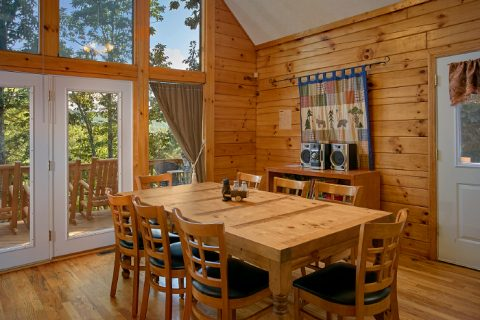 3 Bedroom Cabin with Comfortable Dining Room - A Ruff Life