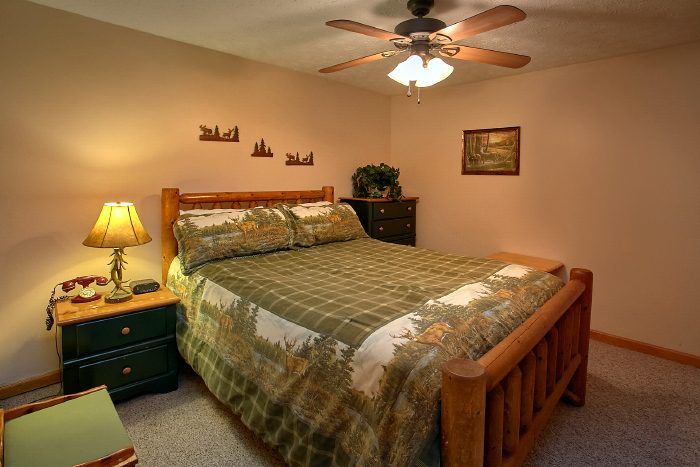 3 Bedroom Cabin that Sleeps 8 with Game Room - A Ruff Life