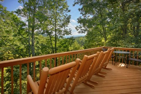 3 Bedroom Cabin with Wooded Mountain Views - A Ruff Life