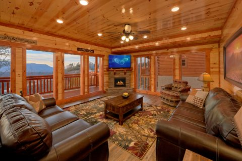 6 Bedroom Cabin with Electric Fireplace and WiFi - A Smoky Mountain Dream