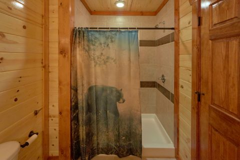 Spacious 6 Bedroom Cabin with Shower - A Smoky Mountain Dream