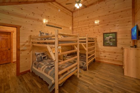 Twin Bunkbeds with Flatscreen TV - A Smoky Mountain Dream