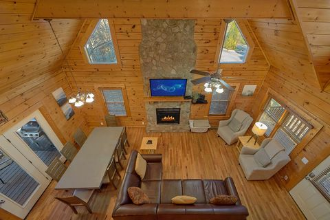 Cozy 4 Bedroom Resort cabin with Fireplace - A Smoky Mountain Experience