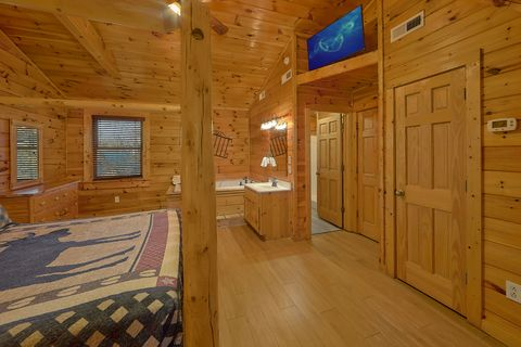 Master Bedroom with Jacuzzi in 4 bedroom cabin - A Smoky Mountain Experience