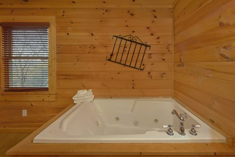 Private Bedroom with Jacuzzi in 4 bedroom cabin - A Smoky Mountain Experience