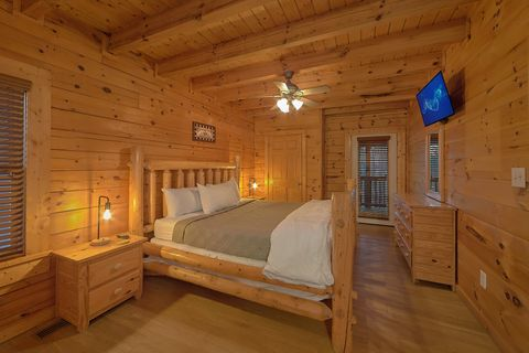 Cabin with Queen Sized Bed - A Smoky Mountain Experience