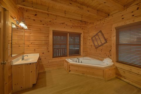Cabin with 2 Master Suites and 2 Jacuzzi Tubs - A Smoky Mountain Experience
