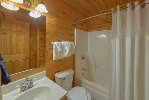 Private Master Bath in rustic 4 bedroom cabin - A Smoky Mountain Experience
