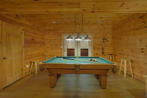 4 Bedroom Cabin Game Room with Pool Table - A Smoky Mountain Experience