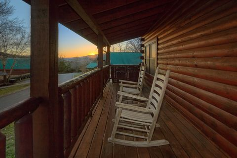 4 bedroom resort cabin with rocking chairs - A Smoky Mountain Experience