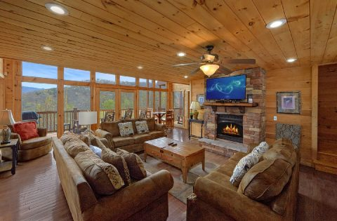 5 Bedroom cabin with fireplace in living room - A Spectacular View to Remember