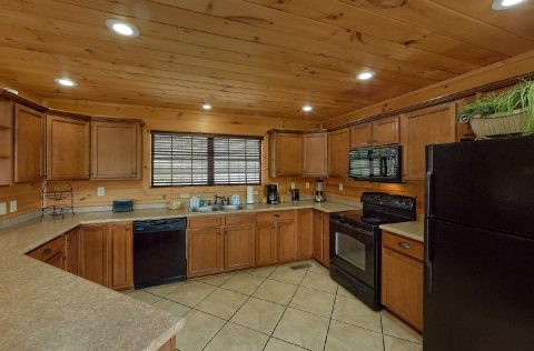 5 bedroom luxury cabin with full kitchen - A Spectacular View to Remember