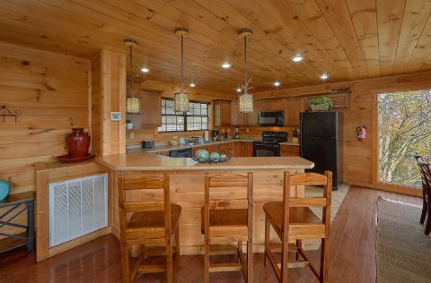 5 Bedroom Cabin Sleeps 10 with Large Jacuzzi Tub - A Spectacular View to Remember