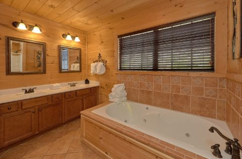 Master bathroom with Jacuzzi and Double Sinks - A Spectacular View to Remember