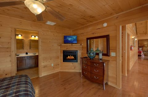 Cabin with 4 Master Suites with Fireplaces - A Spectacular View to Remember