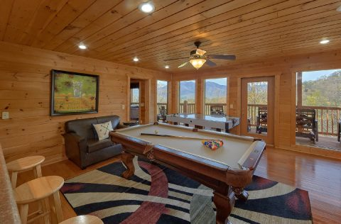 5 Bedroom Cabin with Pool Table and Air Hockey - A Spectacular View to Remember