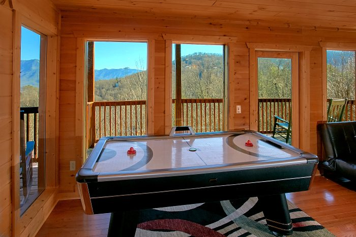 5 Bedroom Cabin with Spacious Game Room - A Spectacular View to Remember