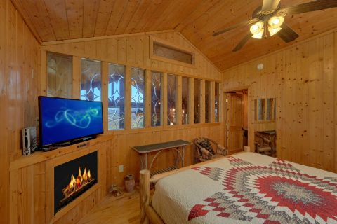 King bedroom with Fireplace in Premium Cabin - A Stunning View