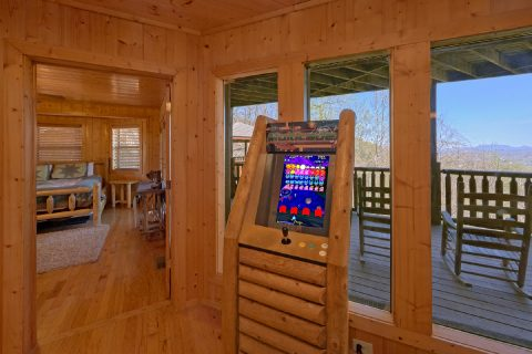 Premium 5 bedroom cabin with Arcade Game - A Stunning View