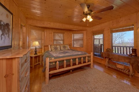 King bedroom and Fireplace in 5 bedroom cabin - A Stunning View
