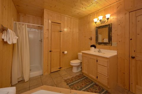 Luxury Cabin with 5 Master Bathrooms - A Stunning View