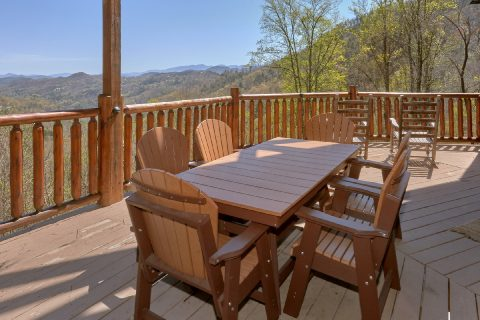 5 Bedroom cabin deck overlooking the mountains - A Stunning View
