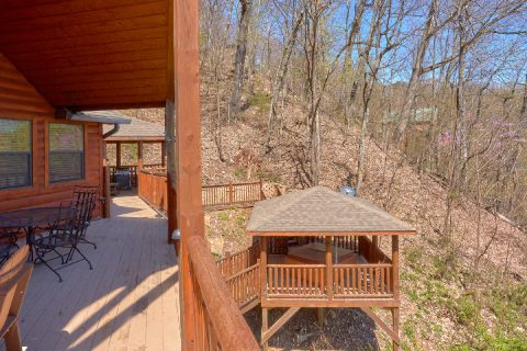 5 Bedroom cabin with Gazebo and Mountain Views - A Stunning View