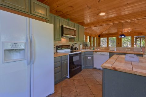 Rustic 3 bedroom cabin with full kitchen - A Tennessee Delight