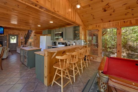 3 bedroom cabin with full kitchen and bar stools - A Tennessee Delight