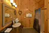 Master bathroom with Jacuzzi in 3 bedroom cabin