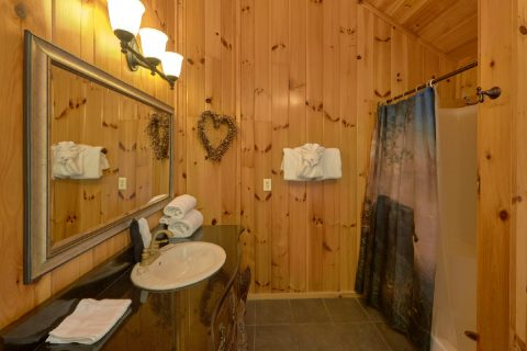 Master bathroom with Jacuzzi in 3 bedroom cabin - A Tennessee Delight