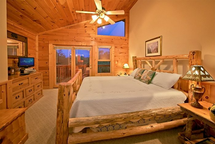 2 Bedroom Cabin with King Master Bedroom - A Tennessee Twilight