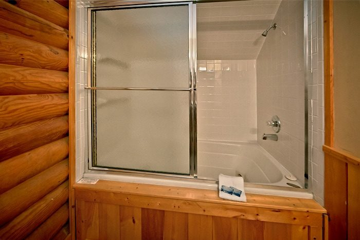 Cabin with Private Master Bath and Jacuzzi Tub - A Tennessee Twilight